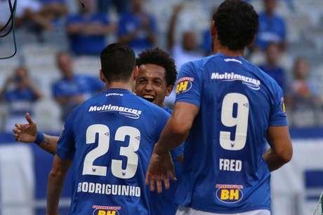 Rafinha comemora gol do Cruzeiro sobre o Tupynambás