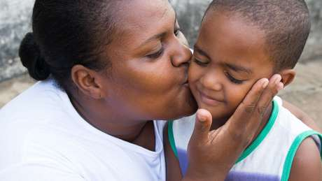 Direito de imagemTAINARA TORRES/BBC BRASIL Image caption Mãe de três filhos, Andrea trabalha como cuidadora de idosos. Nicolas é seu caçula