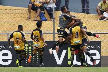 O Novo Horizontino bateu o Corinthians por 1 a 0