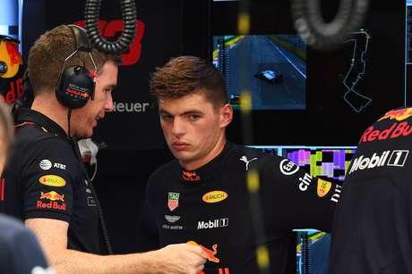 Verstappen cumpre segundo dia de punição da FIA em Genebra