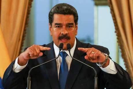 Em meio à crise, Maduro anuncia exercícios militares
