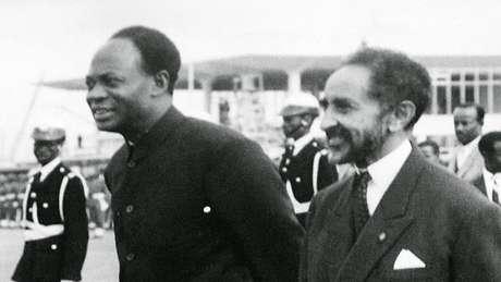 Haile Selassie ao lado do ex-presidente de Gana Kwame Nkrumah, outro fundador da União Africana