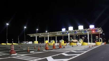 Motoristas que passam a mais de 40 km/h nas cabines de cobrança eletrônica são multados.