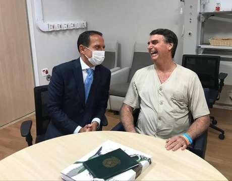 Governador de São Paulo, João Doria, visita o presidente da República, Jair Bolsonaro, no Hospital Albert Einstein
