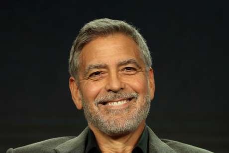 """George Clooney fala durante a apresentação do """"Ardil 22"""".  11/2/2019.  REUTERS/Lucy Nicholson"""