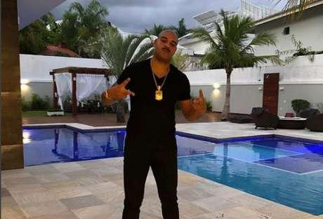 Adriano em sua mansão na Barra da Tijuca (Reprodução / Instagram)