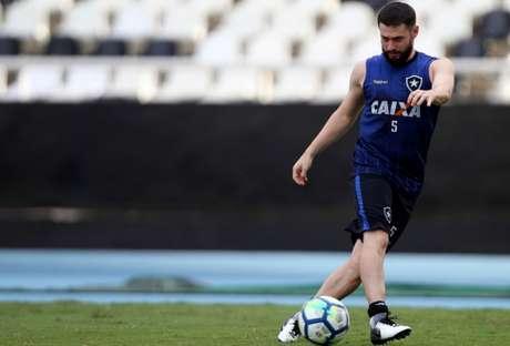 João Paulo voltou a treinar sem limitações no último sábado (Foto: Vítor Silva/SSPress/Botafogo)