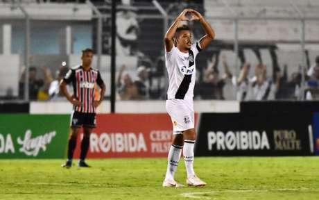 Hugo Cabral foi o autor do gol da vitória da Ponte Preta sobre o São Paulo (Foto: EDUARDO CARMIM PHOTO PREMIUM)