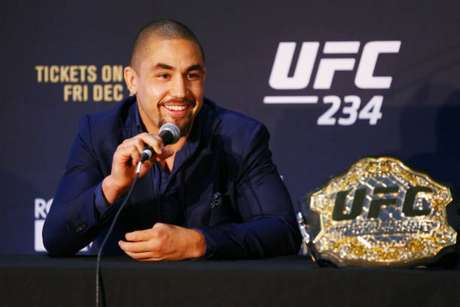 Robert Whittaker falou pela primeira vez após ser forçado a sair do card do UFC 234 (Foto: Getty Images)