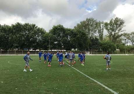 Santos em ação durante treino no CT do Nacional, em Montevidéu, no Uruguai (Foto: Santos/Twitter/Reprodução)