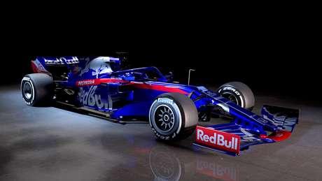 Toro Rosso apresenta novo STR14 para a temporada 2019 da F1
