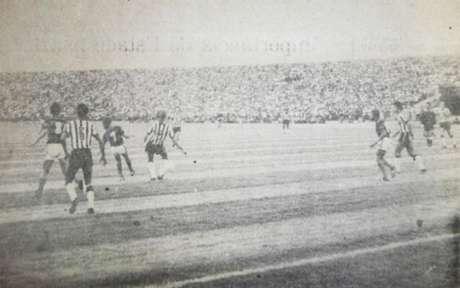 Campinense 0x0 Botafogo, em 1975: imagem rara do primeiro jogo da história do Amigão (Foto: Reprodução)