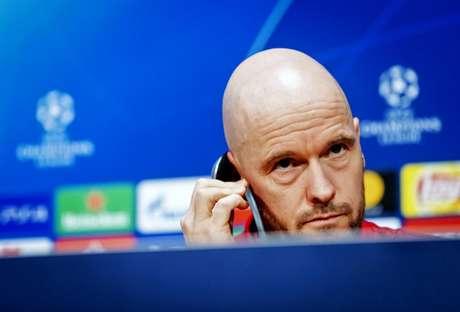 Técnico do Ajax, Erik ten Hag deu coletiva nesta terça-feira (Foto: AFP)