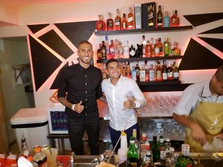 Amigos desde que jogaram juntos no Palmeiras, Rafael Marques e Dudu viraram sócios em bar (William Correia)