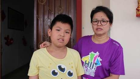 Belle Tan diz que o corpo do filho foi tomado por erupções cutâneas
