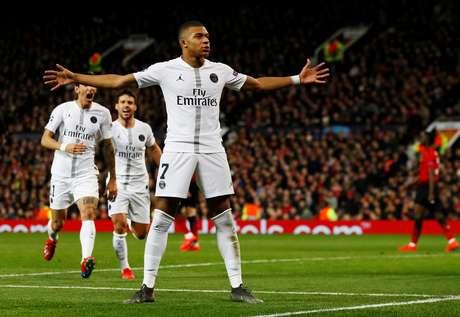 Ex-presidente do Real Madrid mostrou posicionamento contrário à aquisição do craque francês Mbappé