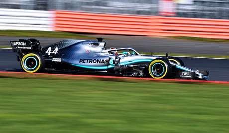"""Hamilton afirma que primeiro dia com carro novo """"foi um dos melhores que tivemos"""""""