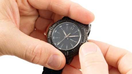 Relógios devem ser atrasados em uma hora à meia noite de sábado para domingo
