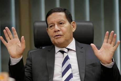 Vice-presidente Hamilton Mourão dá entrevista à Reuters em seu gabinete 14/02/2019 REUTERS/Ueslei Marcelino