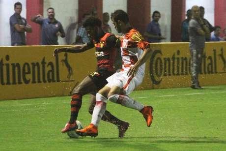 Leão tentou, mas não foi páreo diante da Tombense fora de casa (Victor Souza/Tombense)
