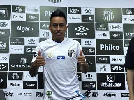 Christian Cueva é o quinto reforço do Santos nesta temporada. O meia vestirá a camisa 8 (Arthur Faria/Lancepress)