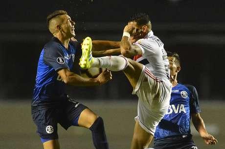 Everton, do São Paulo, na partida contra o Talleres, da Argentina, válida pelo jogo de volta da segunda fase preliminar da Copa Libertadores 2019, realizada no Estádio do Morumbi, na capital paulista, na noite desta quarta-feira (13).