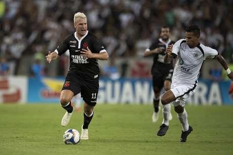 Maxi López, do Vasco, na partida contra o Resende, válida pelas semifinais da Taça Guanabara, no Estádio do Maracanã, na zona norte do Rio de Janeiro, na noite desta quarta-feira (13).