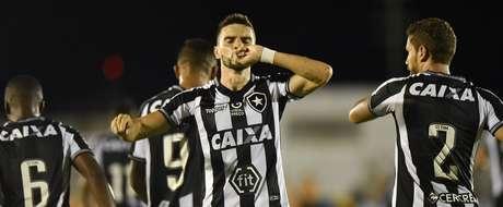 Comemoração do gol de Rodrigo Pimpão, do Botafogo (RJ), em partida contra o Campinense (PB), válida pela primeira fase da Copa do Brasil 2019, no Estádio Amigão, em Campina Grande(PB), nesta quarta-feira, 13.