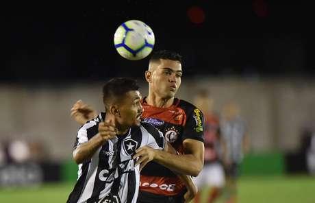 Kieza, do Botafogo (RJ), em partida contra o Campinense (PB), válida pela primeira fase da Copa do Brasil 2019, no Estádio Amigão, em Campina Grande(PB), nesta quarta-feira, 13.