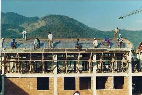 Entre 1998 e 2002, a Prefeitura implementou, mas não concluiu, projeto de urbanização de Rio das Pedras