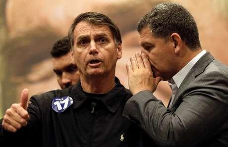 Ministro Gustavo Bebianno e presidente Jair Bolsonaro durante a campanha eleitoral 11/10/2018 REUTERS/Ricardo Moraes