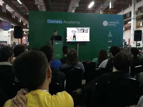 """Professor Anderson Nunes, da Gracom, escola de cursos de Efeitos Visuais, apresenta painel """"Mercado de Games e Realidade Virtual"""" na Campus Party"""