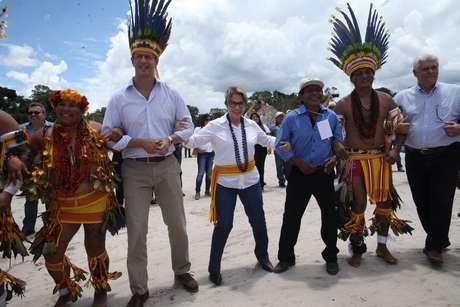 Tereza Cristina e Ricardo Salles visitam aldeia de Índios Hiriti-Pareci, em Campo Novo-MT