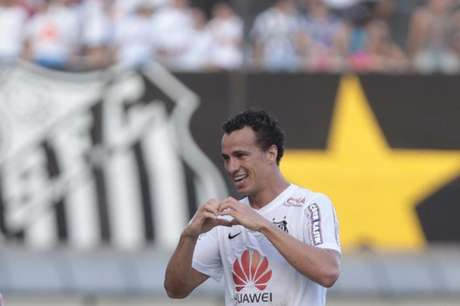 Leandro Damião enquanto defendia as cores do Santos (Foto: Ale Cabral/Lancepress!)