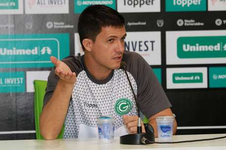 Mauricio Barbieri conserta sistema defensivo do Esmeraldino (Foto: Divulgação/Goiás)