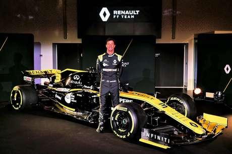 Ricciardo deu as primeiras voltas como piloto da Renault em Barcelona