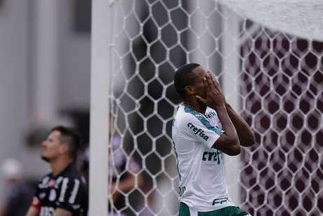 Carlos Eduardo, do Palmeiras, durante partida contra a Ferroviária válida pela 7ª rodada do Campeonato Paulista 2019, no estádio Fonte Luminosa, em Araraquara (SP), na tarde deste domingo (17).