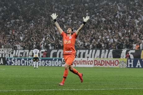 Cassio comemora gol do Gustavo durante jogo entre Corinthians x Sao Paulo, partida valida pelo Campeonato Paulista 2019, na Arena Corinthians, zona leste da cidade de Sao Paulo, neste domingo (17/02).