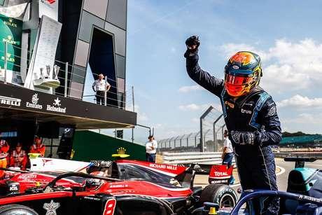 Albon pede para F1 seguir a MotoGP para uma corrida na Tailândia