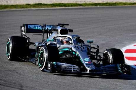 Mercedes acumula 150 voltas no primeiro dia com o W10 em Barcelona