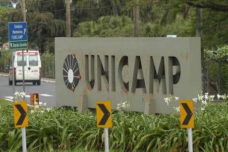 A Unicamp oferece no total 3234 vagas em 69 cursos de gradução