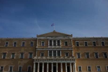 Bandeira da Grécia na sede do Parlamento em Atenas 28/01/2019 REUTERS/Alkis Konstantinidis