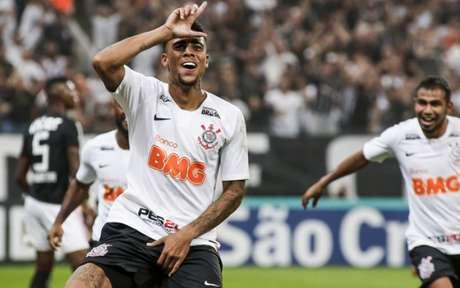 Três dos sete gols de Gustavo foram de cabeça (Rodrigo Gazzanel/RM Sports)