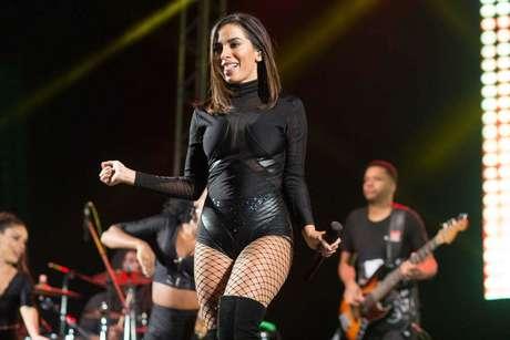 Anitta durante show em Bragança Paulista, em São Paulo