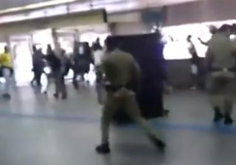 Confronto entre corintianos e seguranças do Metrô acaba com uma pessoa baleada