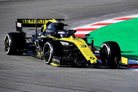 """Ricciardo afirma que carro da Renault é """"encorajador"""" apesar da quebra da asa traseira"""