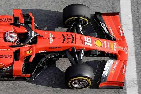 Villeneuve acredita que Leclerc pode criar 'confusão' com Vettel
