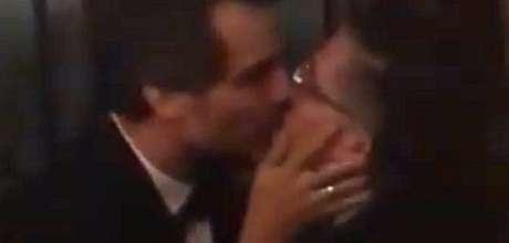 O beijo entre dois amigos de longa data ganhou conotação política