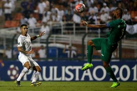 Jean Mota, do Santos, durante a partida contra o Guarani, válida pela 7ª rodada do Campeonato Paulista de 2019, realizada no Estádio do Pacaembu, na zona oeste de São Paulo, na noite desta segunda-feira (18).