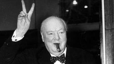 Winston Churchill é frequentemente reverenciado como um herói de guerra, mas críticos apontam que ele também teve muitas falhas e tinha visões racistas
